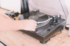 Best Turntables Under $300: Amazing Mid Range Record Players